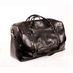 holiday-gifts-him-her-and-kids-mattheus-weekender-bag-250